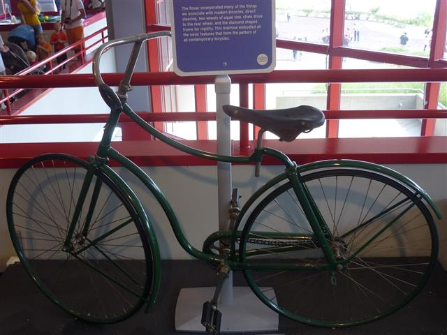 img-bic-11-Carnegie_Science_Center_1886_Rover_Safety_Bicycle (Small)